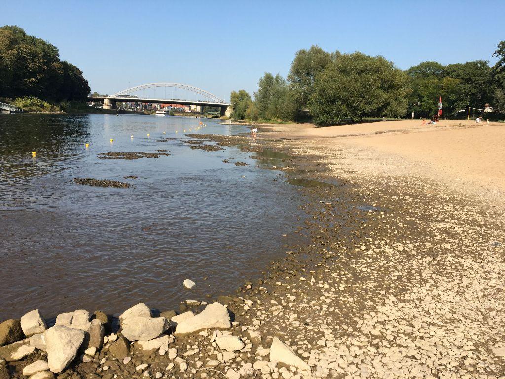 Niedrigwasser am Weserstrand in Minden